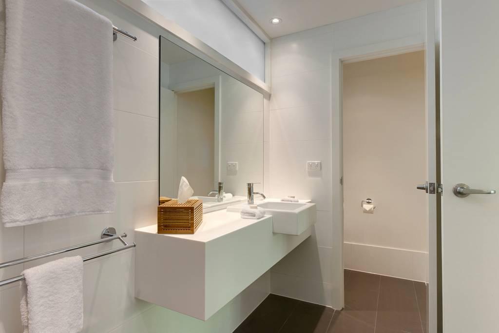 Palm Bungalow Bathroom