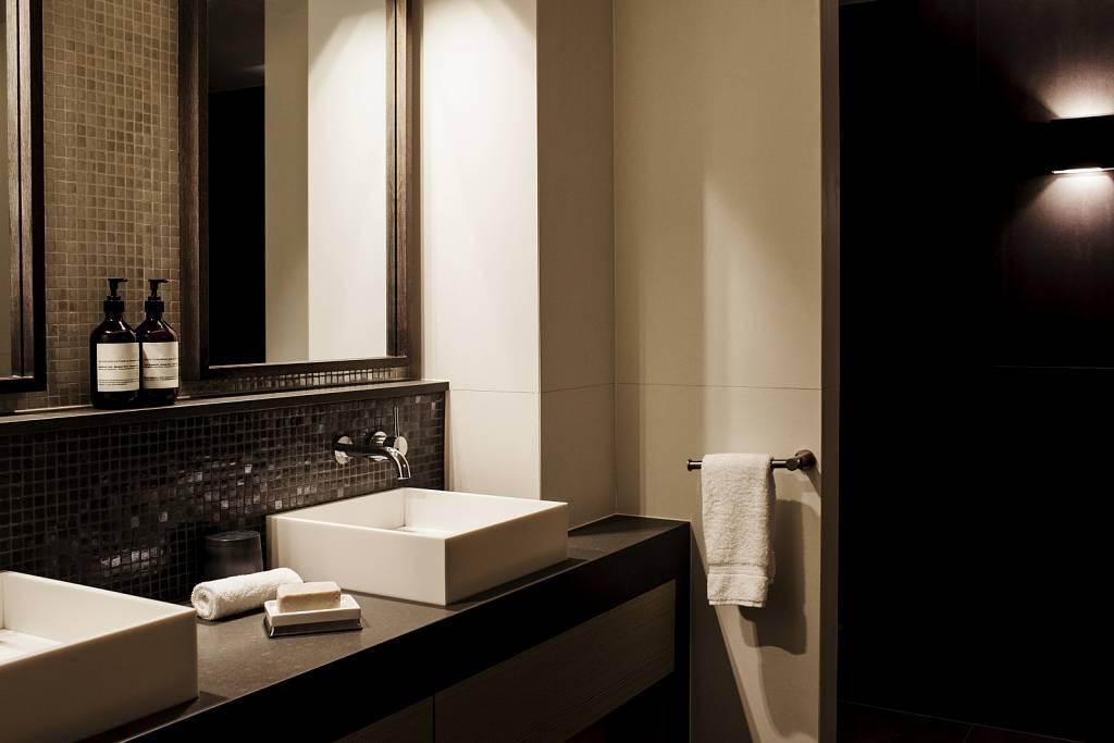 Bathroom-landscape-HR.jpg